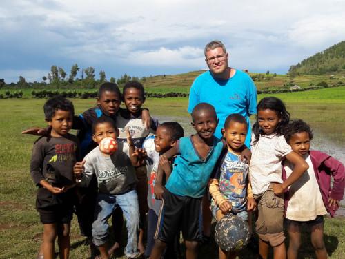 UNE MISSION AUPRÈS DES ENFANTS MALGACHES